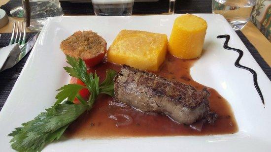 Aigle, Switzerland: plat principal du menu (bavette de cheval sauce bordelaise)