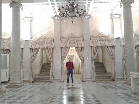 Teatro Regio : L'ingresso con il pavimento Foyer