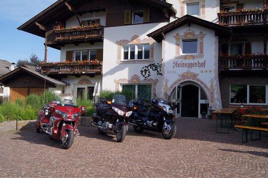 Hotel Steineggerhof: Snif c est fini.Nos belles ont apprécié le garage!