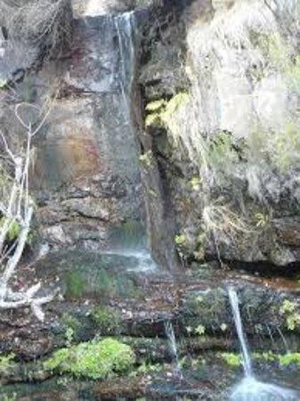 """Salto de agua """"El Chorrerón"""" de Almiruete"""