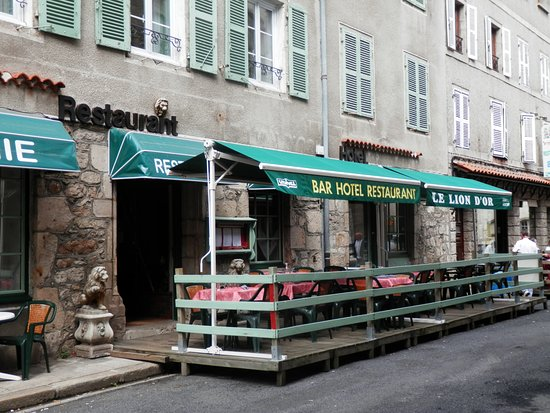 Hotel restaurant le lion d 39 or la chaise dieu for 9 rue de la chaise