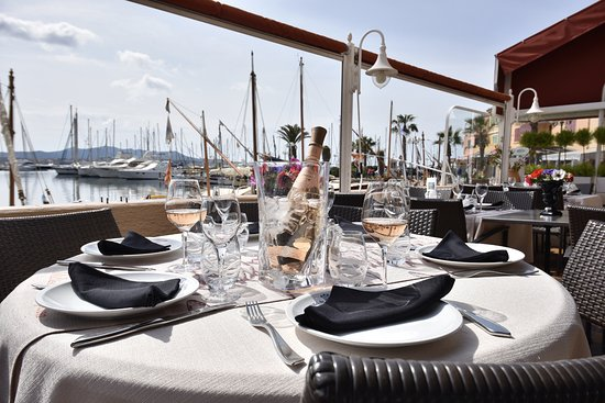 h tel restaurant de la tour sanary sur mer restaurant bewertungen telefonnummer fotos. Black Bedroom Furniture Sets. Home Design Ideas