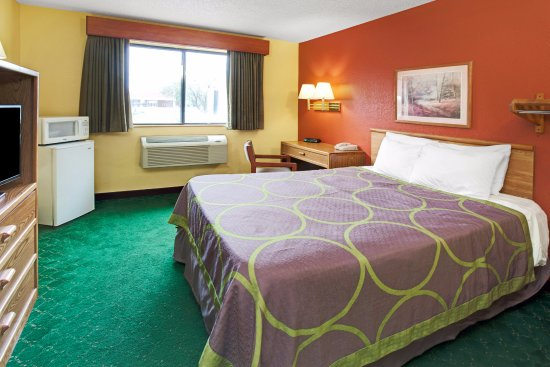 Romeoville, IL: Standard Room with 1 King Bed