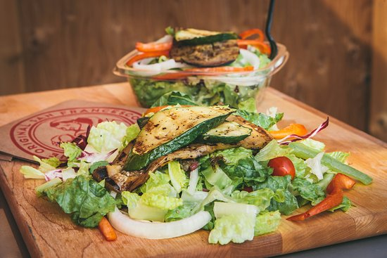 Bradford West Gwillimbury, Канада: Italian Lettuce Salad with Grilled Veggies