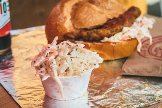 Bradford West Gwillimbury, Канада: Crispy Chicken Sandwiches with Creamy Coleslaw