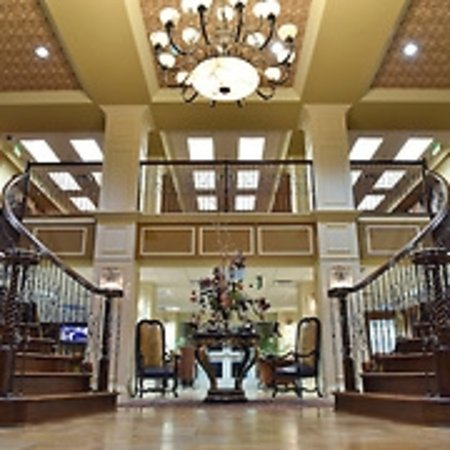 The Coldwater Inn: Grand Entrance