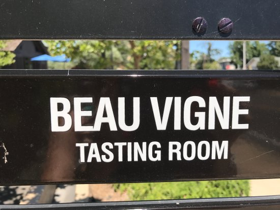 Yountville, CA: The tasting room sign