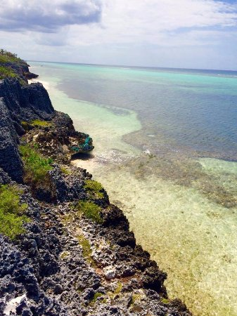East End, Grand Cayman: cliff overlooking crystal waters :)