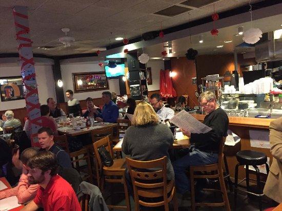 Johns Creek, GA: Main Dining Room - high-tops and booths along wall