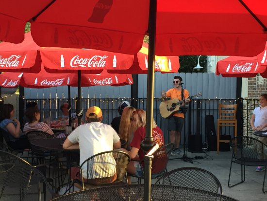Johns Creek, GA: Live Music on our pet-friendly patio