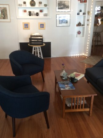 Highland Falls, NY: Gallery Room..comfortable place for drinks and shopping!
