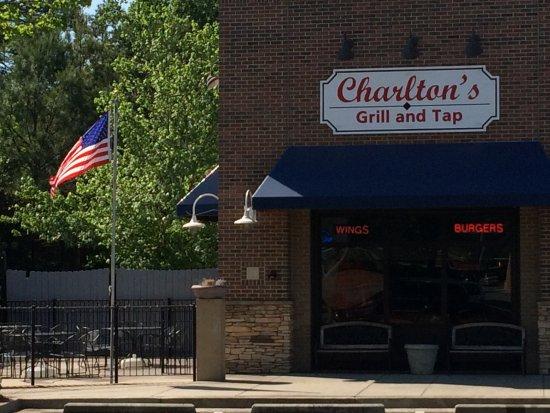 Johns Creek, GA: Street View of Charlton's restaurant and patio