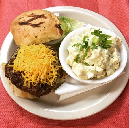 Chalmette, LA: Brewster burger with potato salad