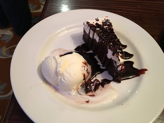High Wycombe, UK: Foret Noire with ice cream