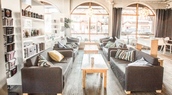 Communitea Cafe: Comfortable Seating Options