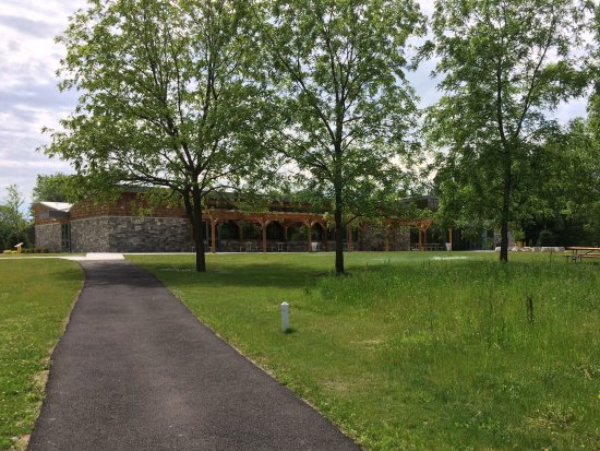 Massena, NY: Lovely grounds surround the wonderful new building.