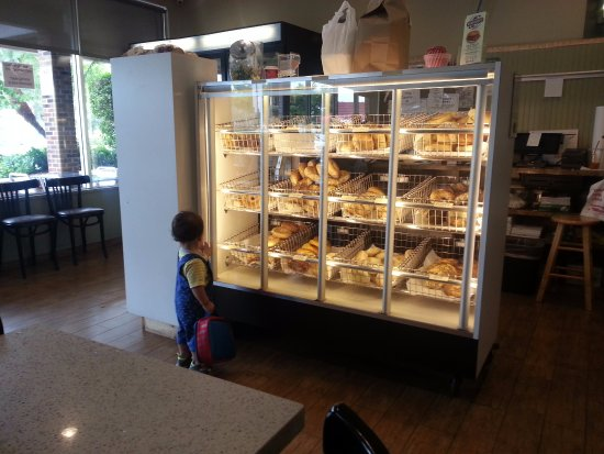 Plantation, Флорида: my grandson looking at the bake goods.