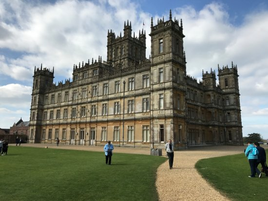 vista del castillo desde el jard n de las rosas bild von highclere castle newbury tripadvisor. Black Bedroom Furniture Sets. Home Design Ideas