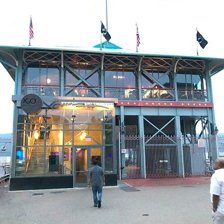 Yonkers, NY: restaurant exterior