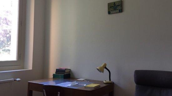 Solesmes, France: Desk in guest bedroom