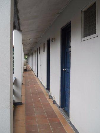 Capricorn Fiji Hotel: A hallway facing the super market