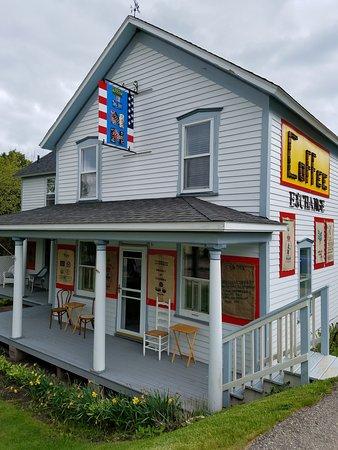 Garden, MI: The Summer House INN and Coffee Exchange
