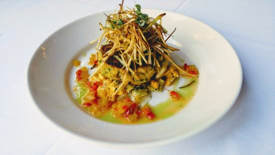 Old Village Post House Inn: Jumbo lump crab cake, cream corn, shoestring potatoes, green tomato chow chow