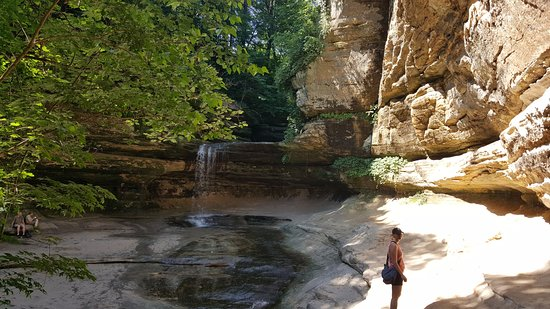 Starved Rock State Park: LaSalle canyon waterfall