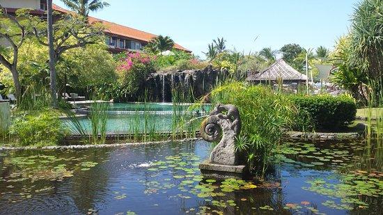 The Westin Resort Nusa Dua: Pond next to lobby