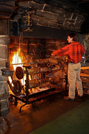 West Brookfield, MA: Fireplace Feast