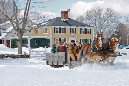 West Brookfield, MA: horsedrawn sleigh rides at the Fireplace Feast