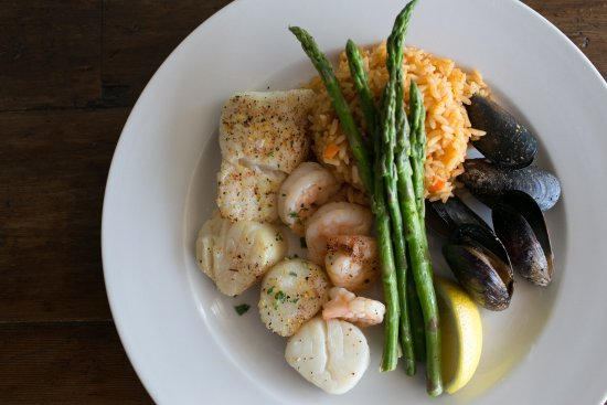 Leland, NC: Broiled Seafood Platter