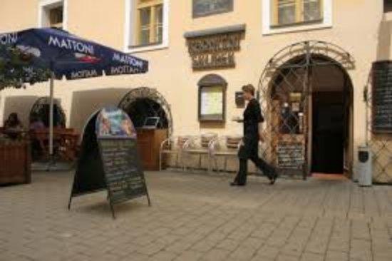 Kromeriz, Czech Republic: images (6)_large.jpg