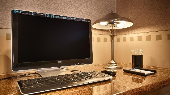 Monterey Park Inn: Business center computer.