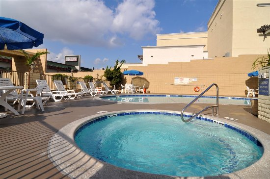Monterey Park Inn: Hot tub and pool.