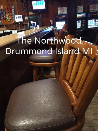 Drummond Island, มิชิแกน: We're saving a seat for you - Happy Hour is 7 days a week from 4PM to 7PM.