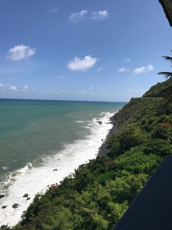 Patillas, Puerto Rico: Great place to go in the after noon! The view is awesome and the cool breeze from the ocean make