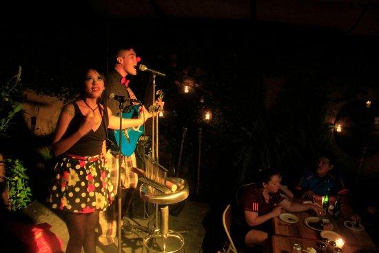 Gracias, Гондурас: Concierto: Yuri + Katherine