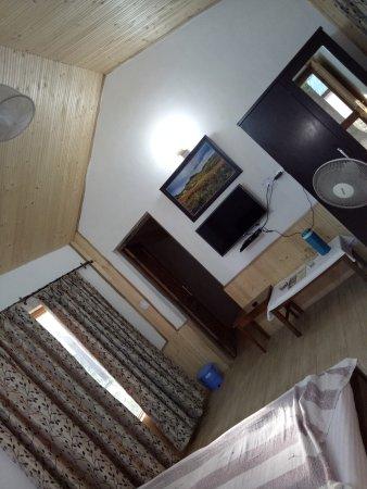 Hotel Bhagsu - HPTDC: Interior of Bhagsu huts