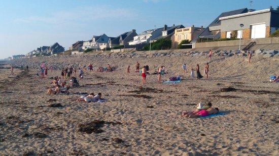 Agon-Coutainville, France: La plage le 1er jour de l'été à 20h30. C'est t'i pas beau les plages de la manche !!!