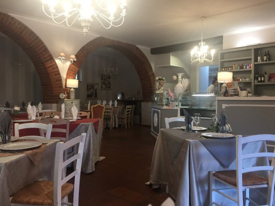 Tavernelle di Panicale, Italien: Well presented restaurant, very friendly staff and lovely food.