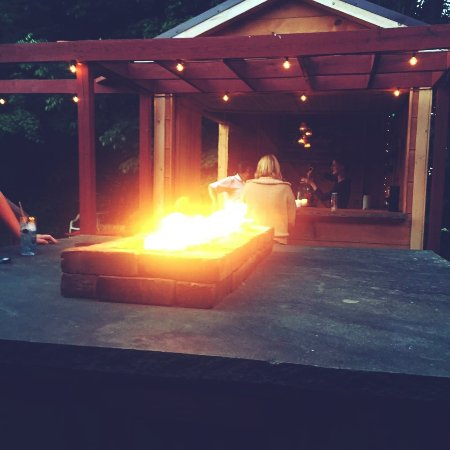 Waymart, Pensilvanya: Outdoor bar & fire table