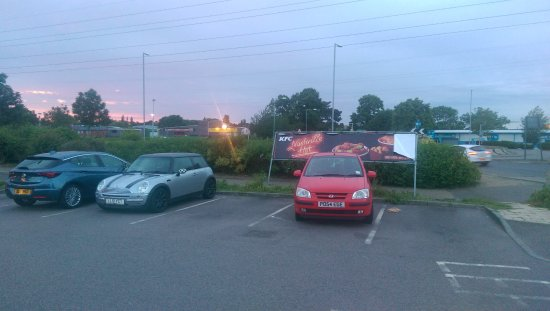 Eaton Socon, UK: Out of town parking in front of Costa - watch out for the greedy landlord