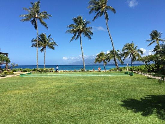 The Mauian Hotel on Napili Beach: 1950's hawaii. no cars, no 20 story hotels