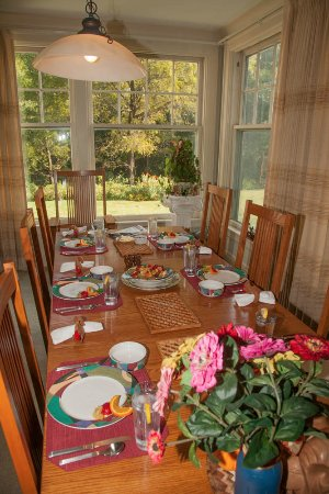 Squirrel's Nest Bed & Breakfast, LLC: Beautiful dining experience