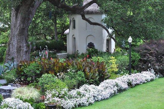 Darrow, หลุยเซียน่า: Spring Gardens
