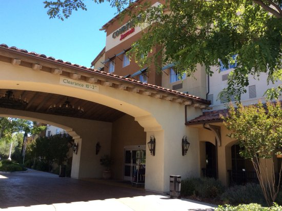hotel entrance picture of courtyard paso robles paso. Black Bedroom Furniture Sets. Home Design Ideas