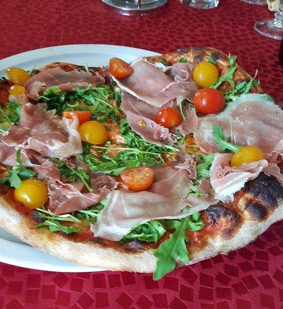 Thann, France: pizza rucola