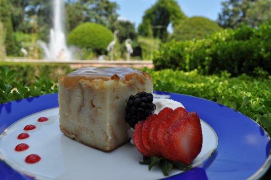 Darrow, หลุยเซียน่า: Bread pudding with Louisiana Strawberries