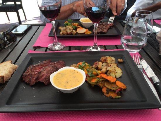 Restaurant On Dirait Le Sud : Plat du jour Bavette à la sauce Béarnaise et petits légumes